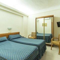 Отель Hostal La Lonja Стандартный номер с различными типами кроватей фото 6