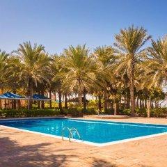 Отель Coral Beach Resort - Sharjah бассейн фото 3