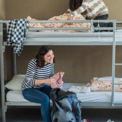 Jacques Brel Youth Hostel Кровать в общем номере фото 8