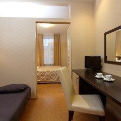 Гостиница Невский Бриз 3* Улучшенный семейный номер с разными типами кроватей фото 15