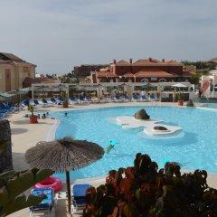 Отель Bahía Calma бассейн