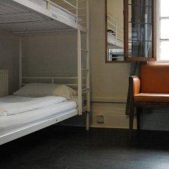 The Walrus Bar and Hostel Кровать в женском общем номере с двухъярусной кроватью фото 2