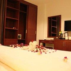 Отель Patong Hemingways 3* Улучшенный номер двуспальная кровать фото 6