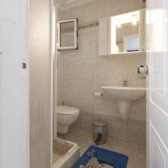 Отель Klonos - Kyriakos Klonos Греция, Эгина - отзывы, цены и фото номеров - забронировать отель Klonos - Kyriakos Klonos онлайн ванная