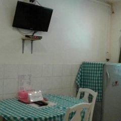 Отель Miggy Guest House Adults Only Бангкок в номере фото 2