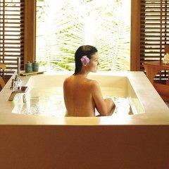 Отель Four Seasons Resort Bora Bora 5* Вилла с различными типами кроватей фото 10