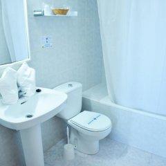 Отель Apartamentos Lux Mar Испания, Ивиса - отзывы, цены и фото номеров - забронировать отель Apartamentos Lux Mar онлайн ванная