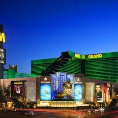 Отель SKYLOFTS at MGM Grand 4* Номер West wing с двуспальной кроватью фото 3