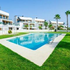 Отель Bungalow Bennecke Sirena Испания, Ориуэла - отзывы, цены и фото номеров - забронировать отель Bungalow Bennecke Sirena онлайн бассейн фото 2