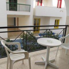 Отель Pasianna Hotel Apartments Кипр, Ларнака - 6 отзывов об отеле, цены и фото номеров - забронировать отель Pasianna Hotel Apartments онлайн балкон