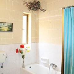 Отель Avalon Bellevue Homes Мальта, Мунксар - отзывы, цены и фото номеров - забронировать отель Avalon Bellevue Homes онлайн ванная фото 2