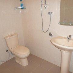 Отель Mayura Rest Inn ванная