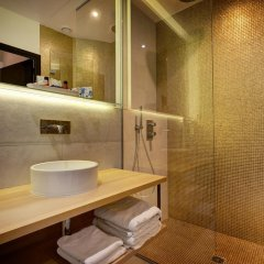 Отель Hôtel Elixir 3* Улучшенный номер с различными типами кроватей фото 3