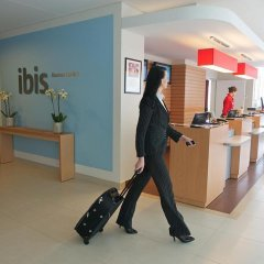 Отель Ibis Kaunas Centre Литва, Каунас - 9 отзывов об отеле, цены и фото номеров - забронировать отель Ibis Kaunas Centre онлайн интерьер отеля фото 3