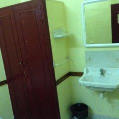 Отель Hostal Nilo Номер с общей ванной комнатой с различными типами кроватей (общая ванная комната) фото 3