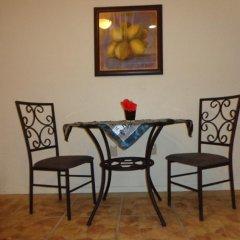 Отель Tirina's Writer's Retreat в номере