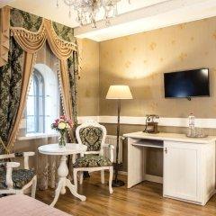 Historical Hotel Fortetsya Hetmana 4* Люкс с различными типами кроватей фото 3
