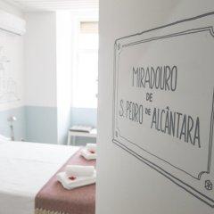 Отель Lisbon Check-In Guesthouse 3* Стандартный номер с двуспальной кроватью (общая ванная комната) фото 6