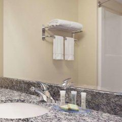 Отель Super 8 Saskatoon West 2* Стандартный номер с различными типами кроватей фото 3