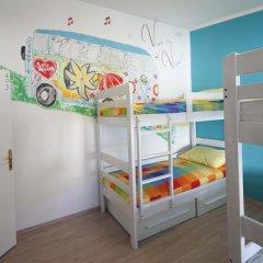 Pozitiv Hostel Кровать в общем номере с двухъярусной кроватью