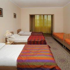 Отель Bed & Breakfast Bishkek 2* Кровать в мужском общем номере
