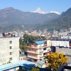 Отель Middle Path Непал, Покхара - отзывы, цены и фото номеров - забронировать отель Middle Path онлайн балкон