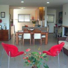 Отель Relax in Luxury Paradise Villa - Ericeira комната для гостей