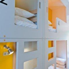 Хостел Graffiti L Номер Эконом с различными типами кроватей фото 21