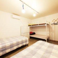 Lazy Fox Hostel Стандартный семейный номер с двуспальной кроватью