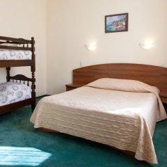 Гостиница Максима Заря 3* Семейный номер с двуспальной кроватью