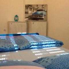 Pozitiv Hostel Стандартный номер с двуспальной кроватью (общая ванная комната)