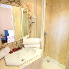 Отель Hôtel Du Centre 2* Стандартный номер с различными типами кроватей фото 4