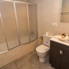 Отель Agi las Acacias Испания, Курорт Росес - отзывы, цены и фото номеров - забронировать отель Agi las Acacias онлайн ванная фото 2