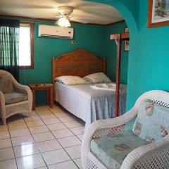 Отель Sea Eye Hotel - Sunset Building Гондурас, Остров Утила - отзывы, цены и фото номеров - забронировать отель Sea Eye Hotel - Sunset Building онлайн детские мероприятия