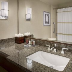 Отель New York LaGuardia Airport Marriott США, Нью-Йорк - отзывы, цены и фото номеров - забронировать отель New York LaGuardia Airport Marriott онлайн ванная