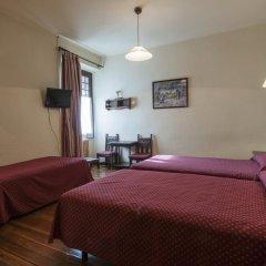Отель Hostal Ayestaran II Стандартный номер с различными типами кроватей фото 3