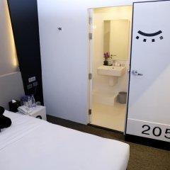 Отель Sleep Box By Miracle Бангкок в номере