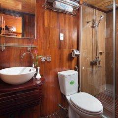 Отель Halong Legacy Legend Cruise 3* Номер Делюкс с различными типами кроватей фото 5