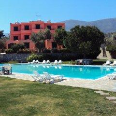 Отель Aliki Beach Hotel Греция, Галатас - отзывы, цены и фото номеров - забронировать отель Aliki Beach Hotel онлайн бассейн