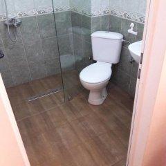 Отель Coral Болгария, Поморие - отзывы, цены и фото номеров - забронировать отель Coral онлайн ванная фото 2