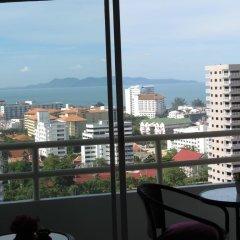 Апартаменты View Talay 1b Serviced Apartments Паттайя балкон