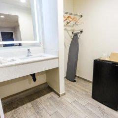 Отель Hollywood Inn Express LAX 2* Стандартный номер с различными типами кроватей фото 8