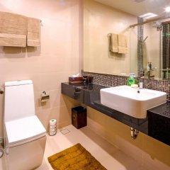 Отель At The Tree Condominium Phuket Номер Делюкс с двуспальной кроватью фото 13