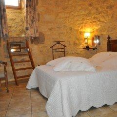 Отель Château de Bessas Gîtes Стандартный номер с двуспальной кроватью