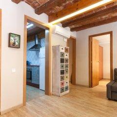 Апартаменты Charming Apartment In Barcelona Center Барселона комната для гостей фото 5