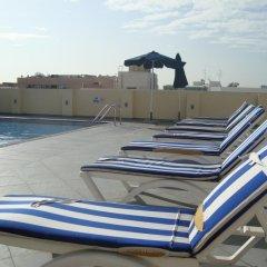 Отель Royal Ascot Hotel Apartment - Kirklees 2 ОАЭ, Дубай - отзывы, цены и фото номеров - забронировать отель Royal Ascot Hotel Apartment - Kirklees 2 онлайн бассейн