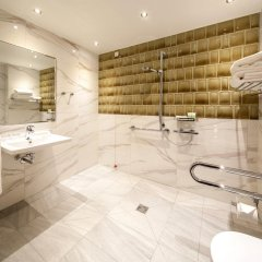 Отель TITANIC Chaussee Berlin ванная фото 2