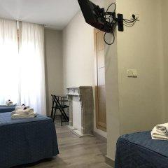 Отель Hostal El Pilar Стандартный номер с различными типами кроватей фото 11