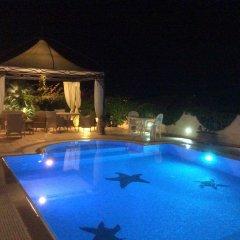 Отель La Suite del Faro Скалея бассейн