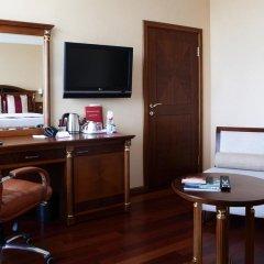 Гостиница Crowne Plaza Minsk 5* Улучшенный номер двуспальная кровать фото 5